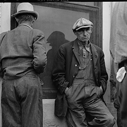 Migrant agricultural workers waiting for semimonthly relief checks in Calipatria, Imperial Valley, California in 1929. They owned farms in Oklahoma, which they lost through foreclosure. (Library of Congress, 1937)
